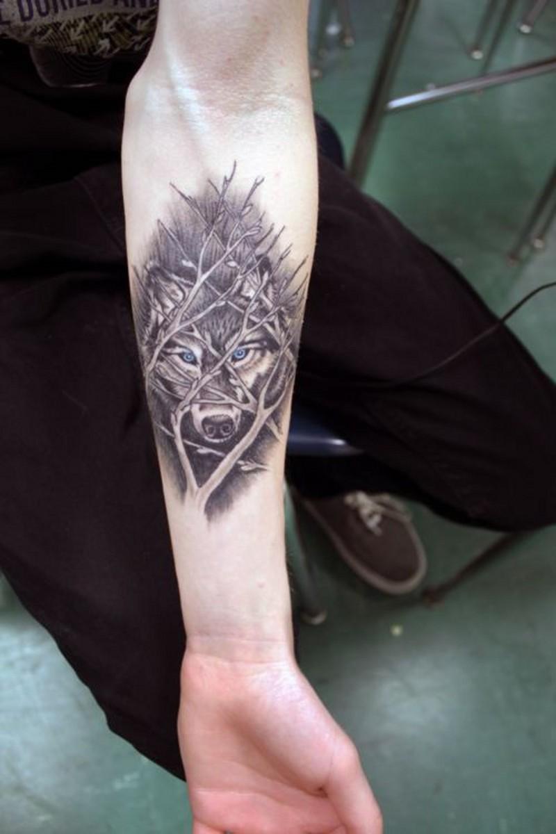 Toller Wolf Hinter Asten Unterarm Tattoo Tattooimages Biz