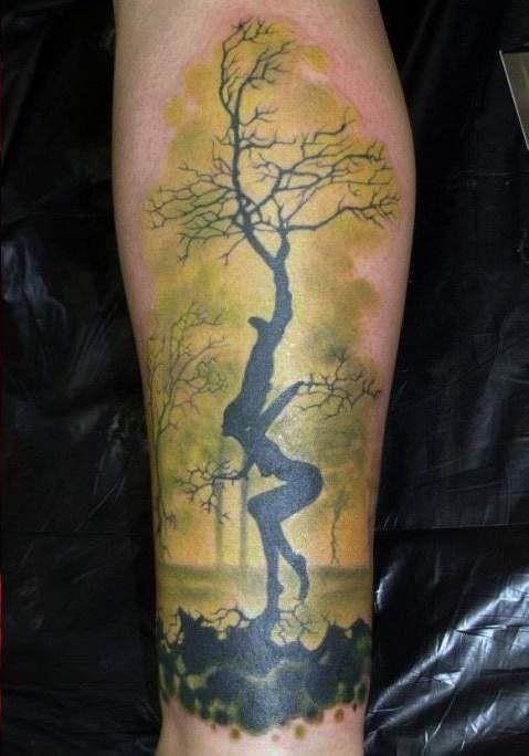 Tatuaggio simpatico sulla gamba l&quotalbero nero in forma della donna