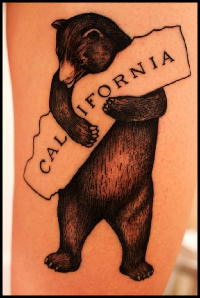 """Tatuaggio carino l&quotorso con &quotCALIFORNIA"""""""