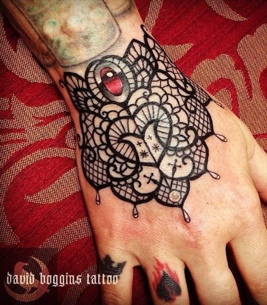 Schone Schwarze Spitze Tattoo Am Handgelenk Von David Boggins