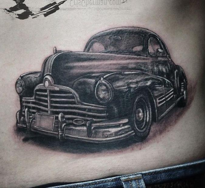 bellissima macchina antica tatuaggio culle costolette
