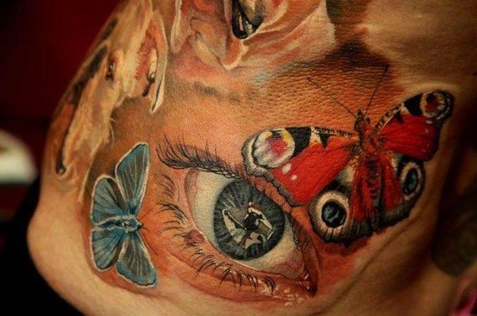 Tatuaggio impressionante l&quotocchio & le farfalle colorate