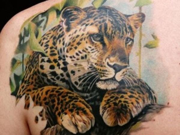 Beautiful leopard tattoo on shoulder blade