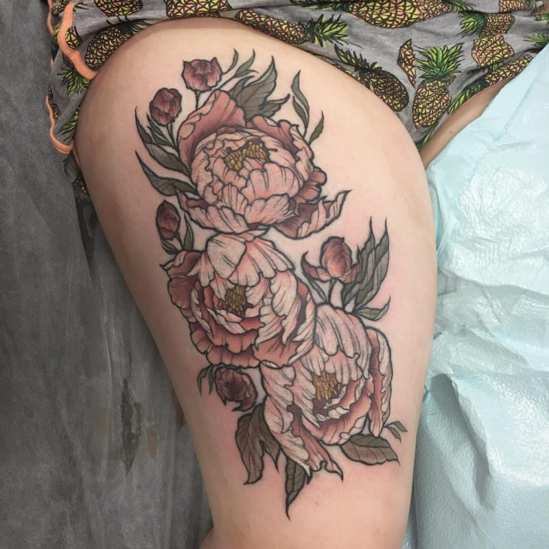 Beautiful looking colored thigh tattoo of big beautiful flowers