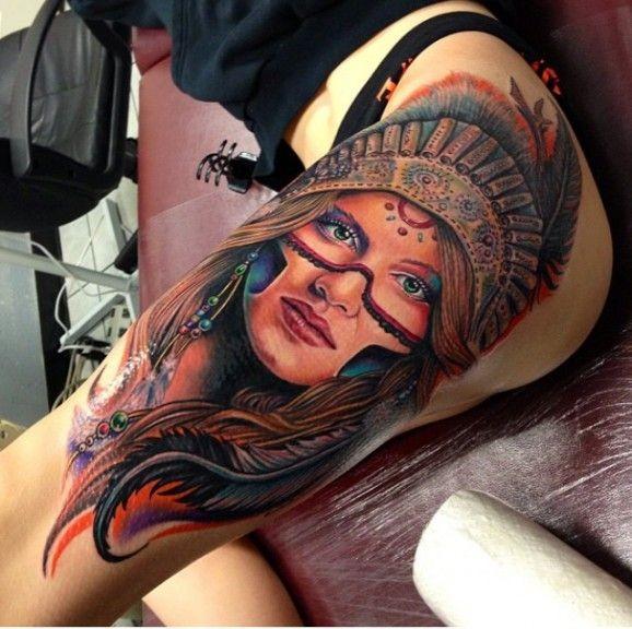 bellissima ragazza nativo americano tatuaggio sulla coscia da Roman Abrego