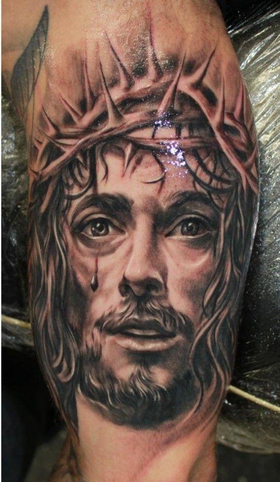 """bellissimo gesu"""" realistico in corona di spine tatuaggio su braccio"""