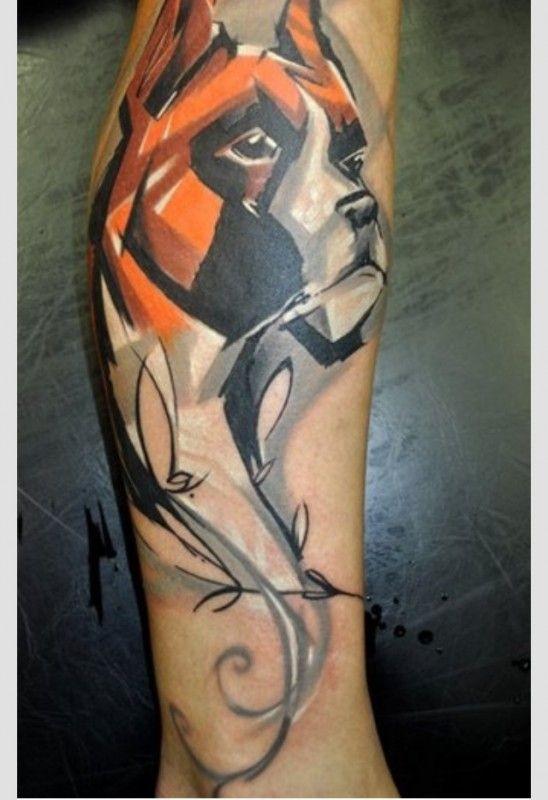 Tatuaggio pittoresco sul braccio il cane