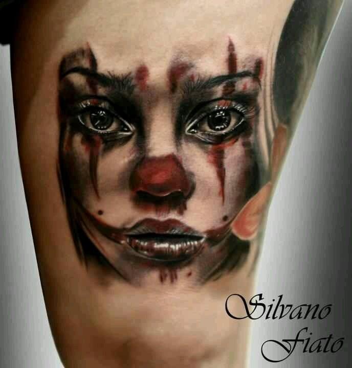 bellissimo acquarello pagliaccio donna tatuaggio