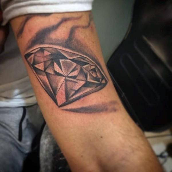 Tatuaje en el brazo, diamante grande sencillo