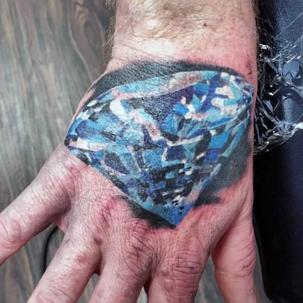 Tatuaje de diamante azul estupendo en el antebrazo