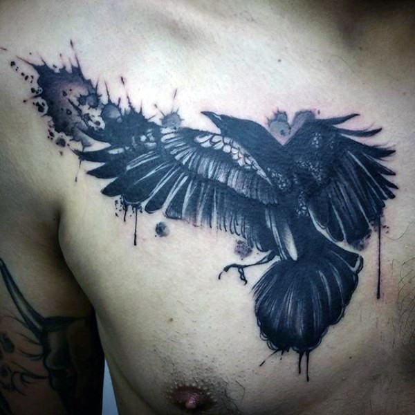 grande astratto stile inchiostro nero corvo tatuaggio su petto