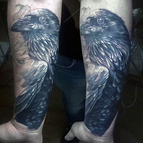 grande nero e bianco dettagliato corvo tatuaggio su braccio