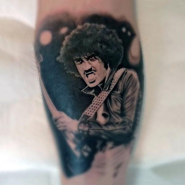 Big black and white vintage rock star portrait tattoo on leg