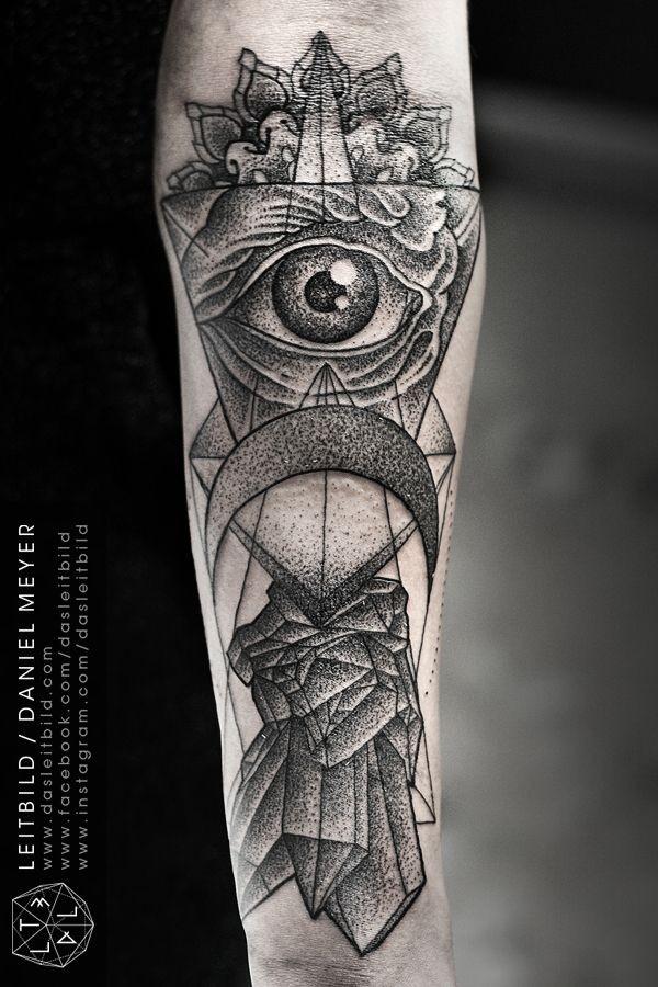 grande inchiostro nero stile culto mistico tatuaggio manicotto