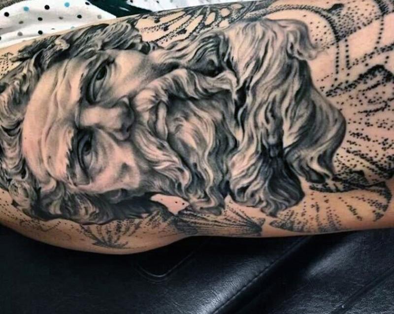 grande colorato nero e bianco Poseidon tatuaggio su braccio