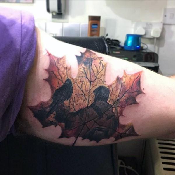grande colorato foglia d&quotacero con persone tatuaggio sbraccio