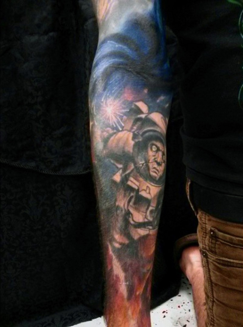 grande colorato spazio con zombi astronauta tatuaggio avambraccio