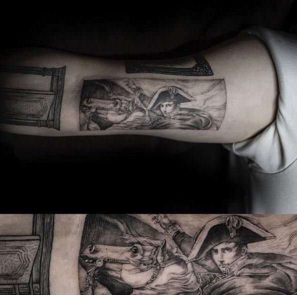 Tatuaggio del braccio superiore in stile grande punto del ritratto di Napoleone