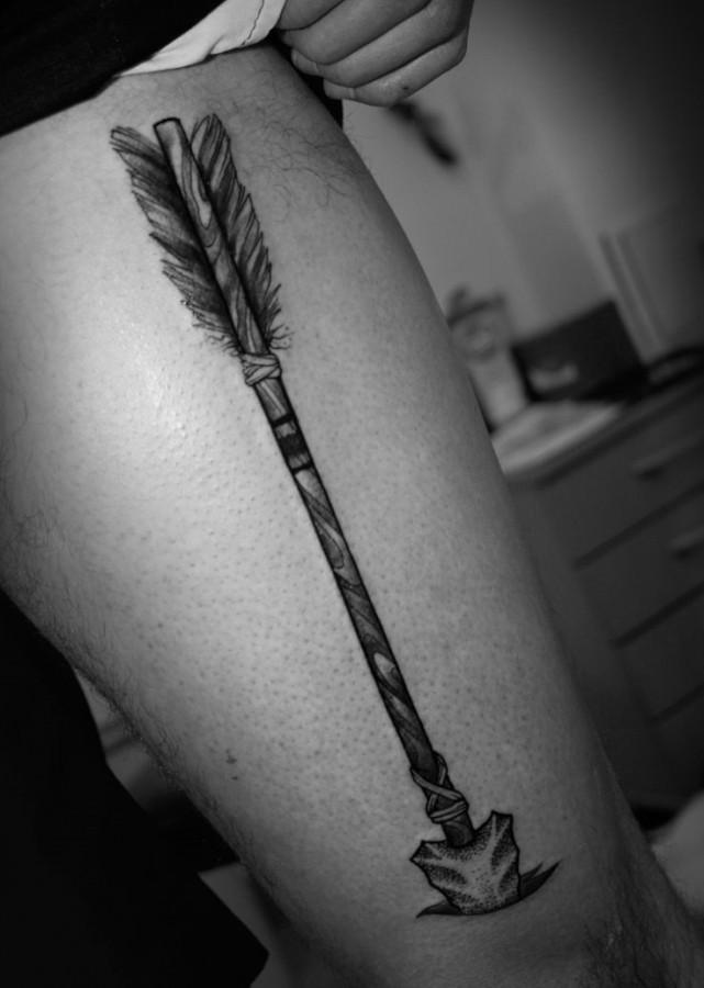 Big indian arrow tattoo on mans leg