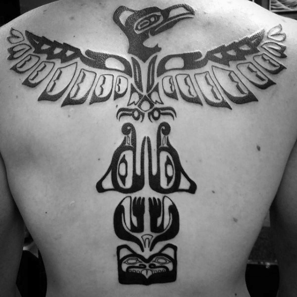 Tatuaje en la espalda, tótem tribal hermoso, tinta negra