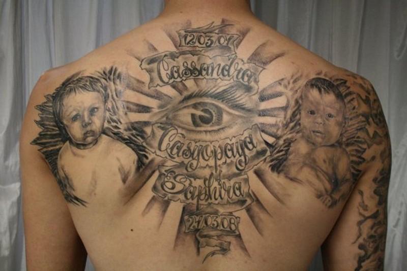 molto grande realistico nero e bianco bimbi memoriale tatuaggio su schiena