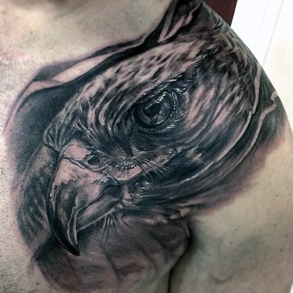 grande molto realistico inchiostro nero dettagliato aquila tatuaggio su petto