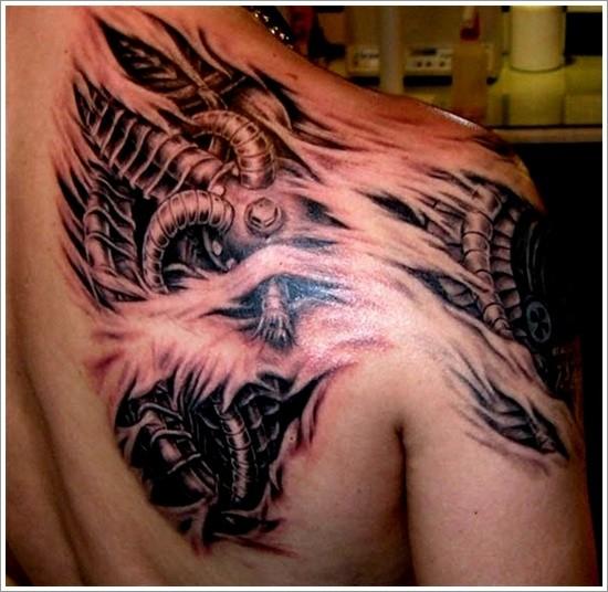 biomeccanismi da sotto pelle tatuaggio sulla spalla