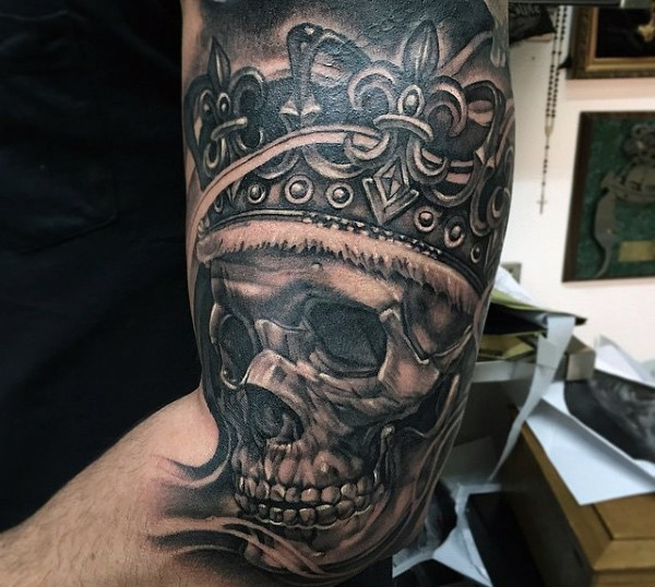 Black And Gray Clock And Skull Tattoos On Bicep: Black And Gray Style Biceps Tattoo Of King Skull With