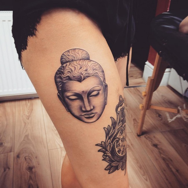 Black and gray style colored thigh tattoo of Buddha statue