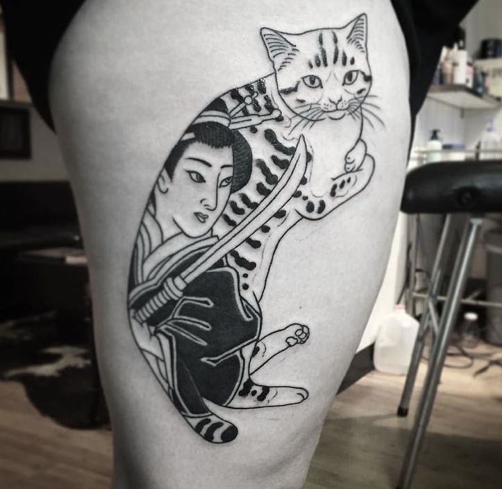Black ink accurate painted by horitomo thigh tattoo on Manmon cat with samurai woman