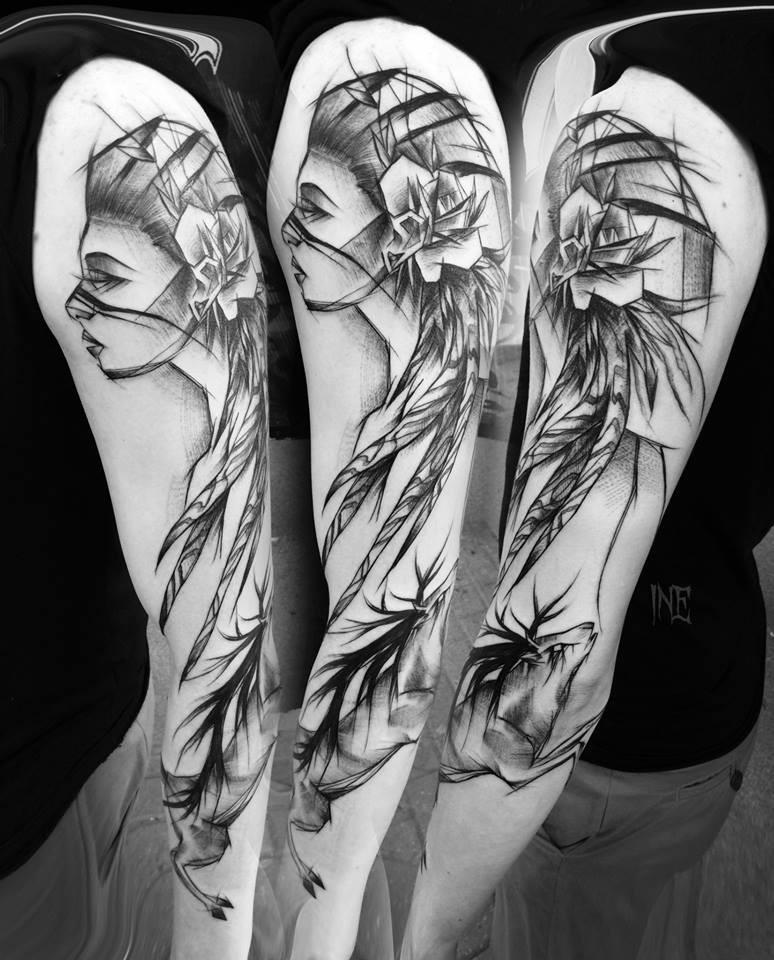 Tinta negra precisa pintada por Inez Janiak esbozo de tatuaje de una mujer anciana con ciervo