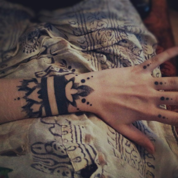 Black ink bracelet wrist tattoo by Grace Neutral