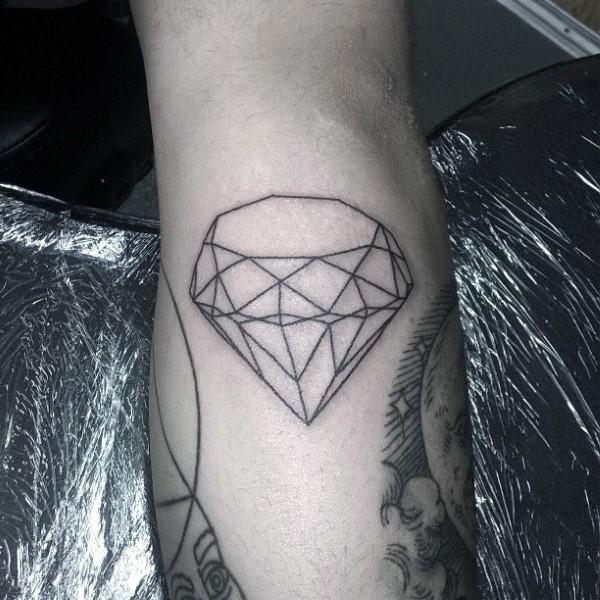 Tatuaje en la pierna, diamante simple, contornos negros