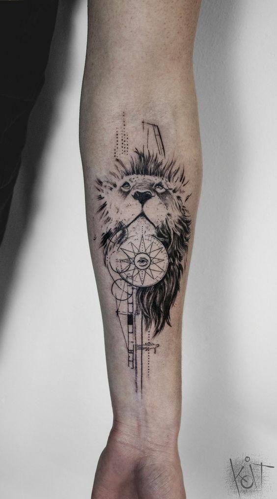 Tatuaggio di leone con avambraccio in inchiostro nero stile linework