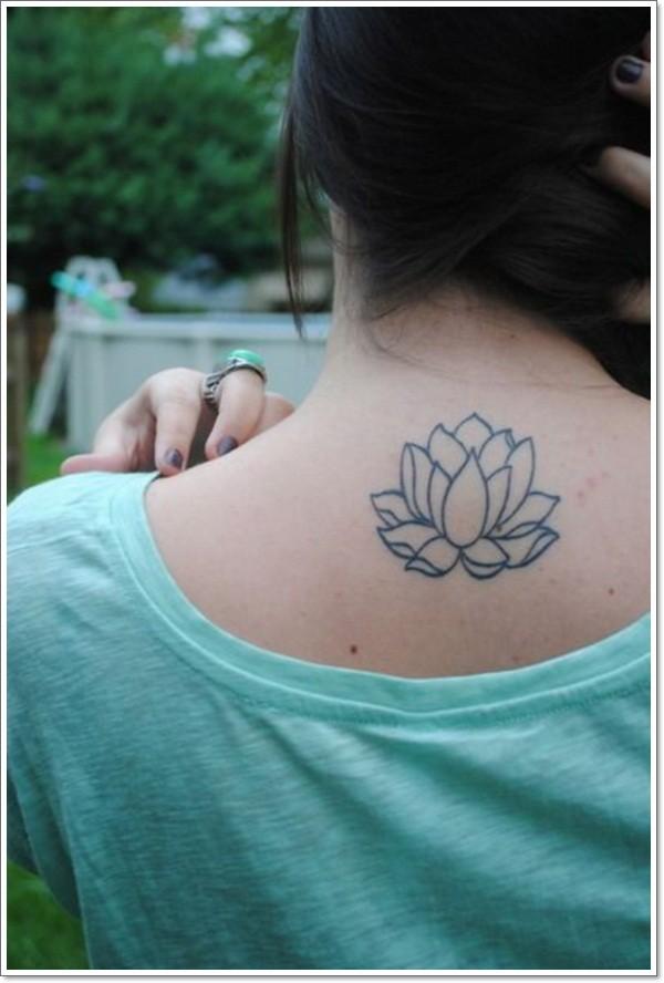 schwarze linien lotusblume tattoo am r cken. Black Bedroom Furniture Sets. Home Design Ideas