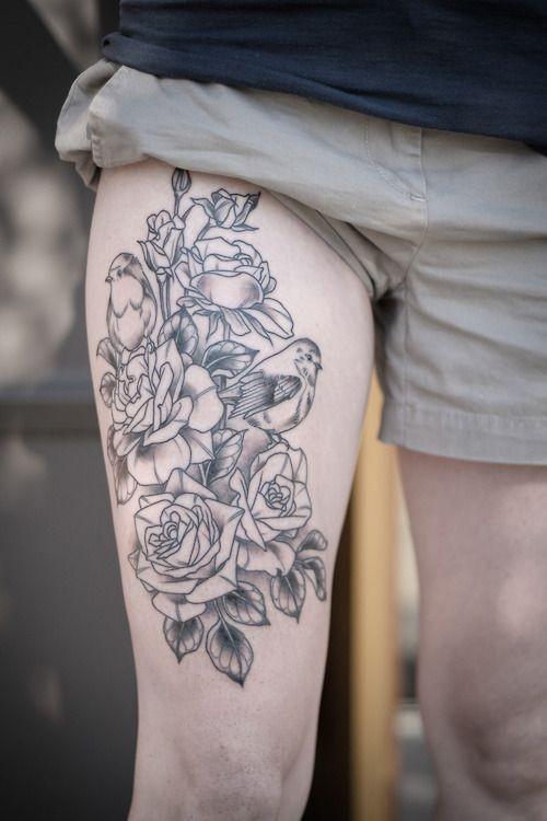 linee nere rose con uccelli tatuaggio sulla coscia da Alice Kendal