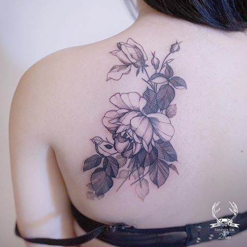 Blackwork style cool looking scapular tattoo of large rose by Zihwa