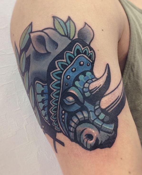 bello rinoceronte blu particolare tatuaggio su braccio