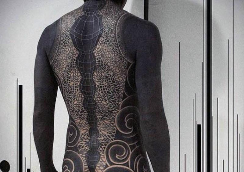 particolare massiccio nero e bianco ornamento tatuaggio pieno di schiena