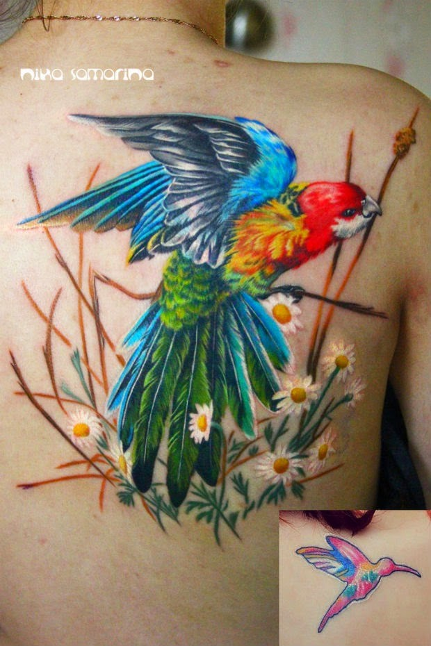 Breathtaking realism style very detailed back tattoo of parrot with flowers
