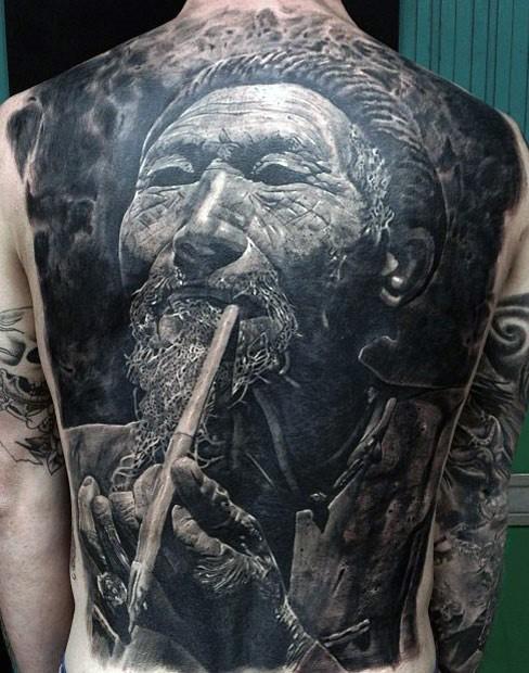Mann rücken tattoo Nacken tattoo