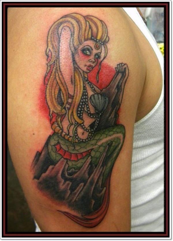 bellissimo dipinto  sirena sexy tatuaggio su spalla