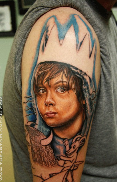 Cartoon style colored shoulder tattoo of little boy king