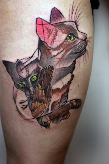 Tatuaggio astratto sulla gamba i gatti