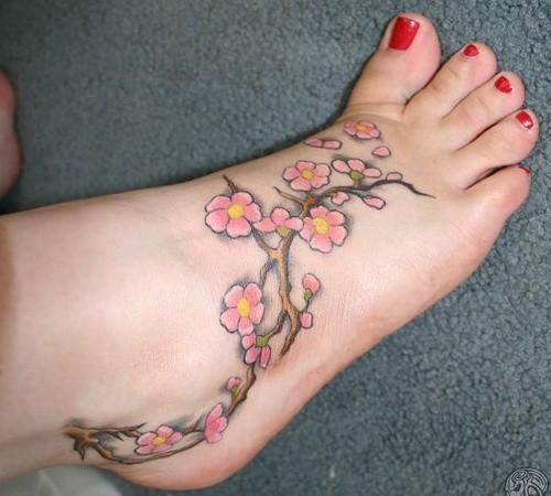 fiori di ciliegio cinese tatuaggio su piedi