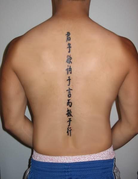simbolo cinese tatuaggio sulla schiena