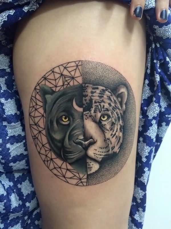 Tatuaggio dall&quotaspetto realistico a forma di cerchio con testa di leopardo separata e testa di pantera nera