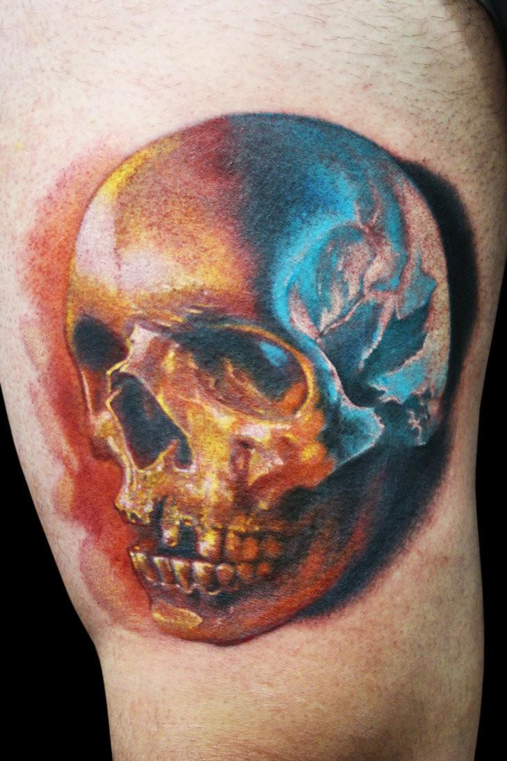 Tatuaggio realistico il teschio colorato