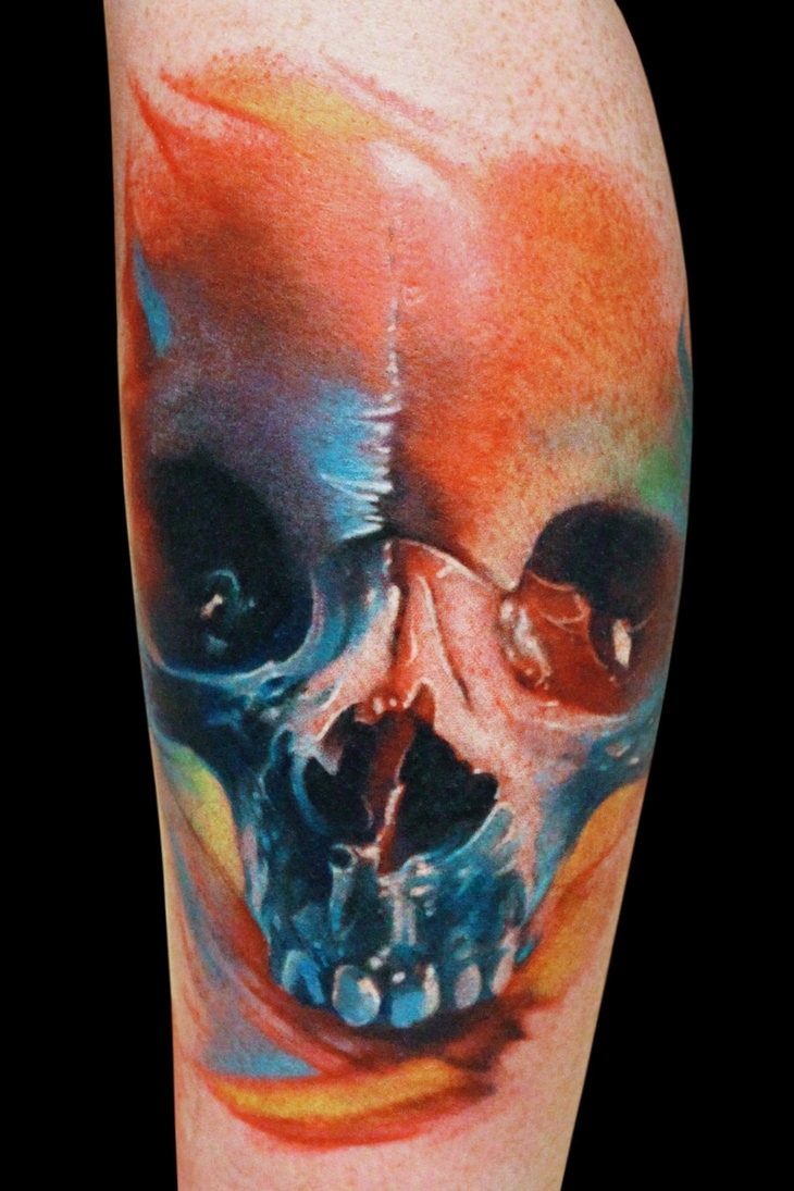 Tatuaggio sulla gamba il teschio colorato