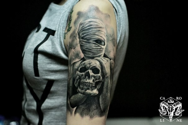 Colored creepy looking mummy woman with skull